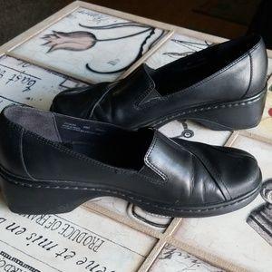 CUTE* Womans Black Slide on Clark's, Non Slip